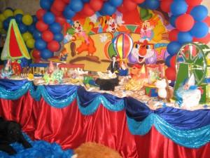 Festa de Aniversario Infantil   Decoração de um Ano. Circo 300x225
