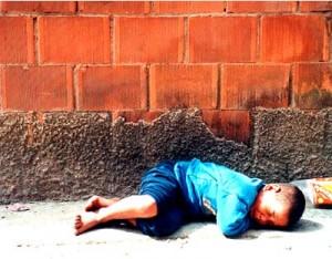 A vida das crianças de Rua. criança de rua 300x234