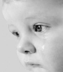 A vida das crianças de Rua. criança triste 265x300