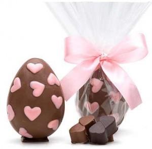 Decoração de Ovos de Páscoa  Modelos Ovos de Pascoa decorado Com Coração 300x295