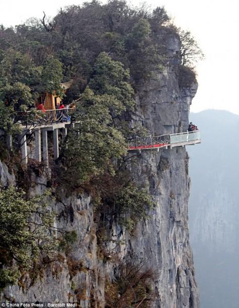 Passarela de Vidro em  Penhasco da China   Fotos Ponte de Vidro 465x600