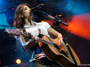 Cantora Paula Fernandes   Agenda de Shows 2012, Twitter, Site Oficial paula fernandes 300x225