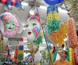 Decoração de Carnaval Para Lojas   Como Decorar e Fotos Vitrines de Carnaval 2012 300x248