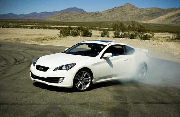 Novo Carro Hyundai Genesis Coupê 2012  Fotos, Preço, Vídeo, Funções  hyundai genesis coupe branco 2012