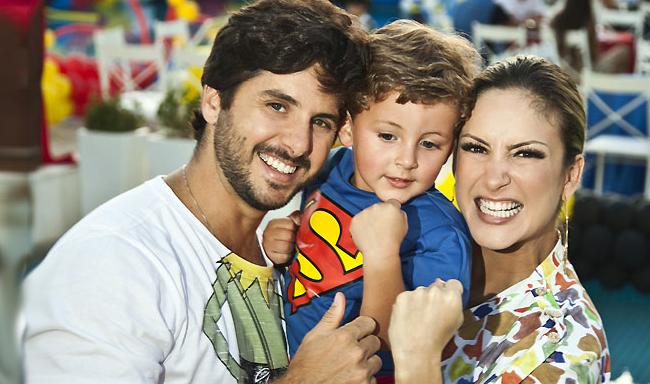 Nasce Rafael o Segundo Filho da Cantora Claudia Leitte  Fotos claudia leitte em familia