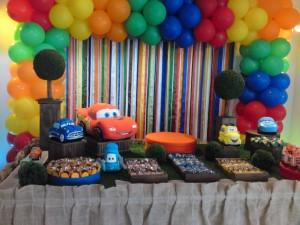 Decoração de Festa Infantil Tema Carros – Fotos, Modelos, Dicas  Festa Infantil Tema carros Macqueen 300x225