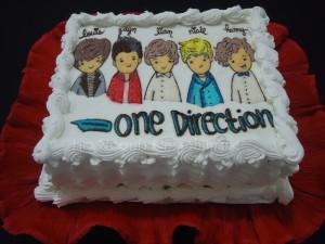 bolo one direction 300x225 Decoração Festa de Aniversário Tema One Direction – Modelos e Dicas