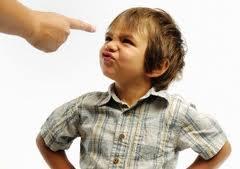 criança desobediente