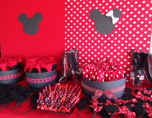 Minnie Mouse Favor Table 300x233