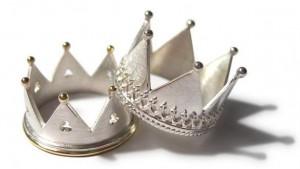 Alianças de Casamento em Formato de Coroa – Qual o Preço e Onde Comprar  anel coroa 300x169