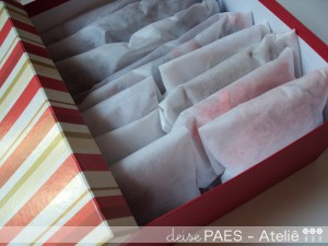roupas de invernos dentro de saquinhos de tnt