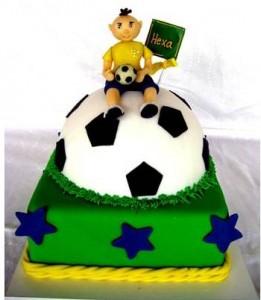Decoração Festa de Aniversário Tema Copa do Mundo – Modelos e Dicas  bolo do brasil 2013 261x300