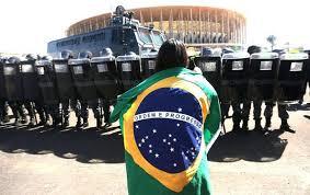 brasil em manifestaçao por uma vida melhor