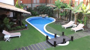 piscina-grama-sintetica